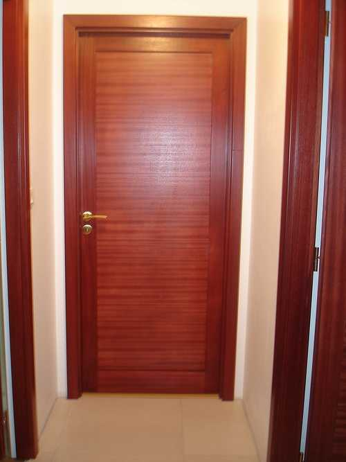 Porte intérieure maison teintée 0