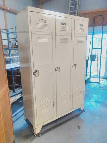 Rénovation de casiers de lycée escalier021