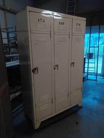Rénovation de casiers de lycée escalier022